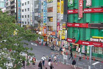 新宿駅東南口1.jpg